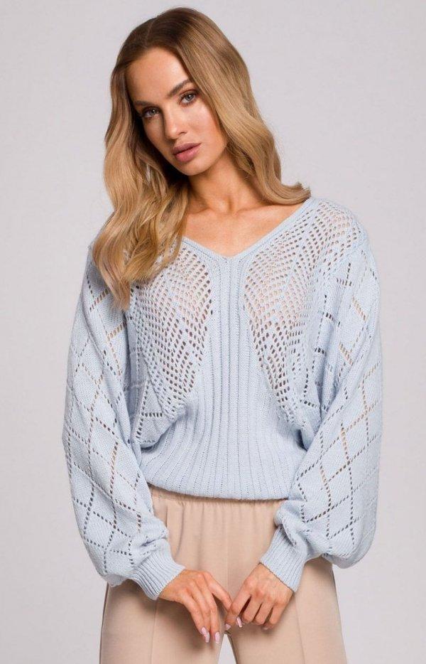 Lekki ażurowy sweterek błękitny M595