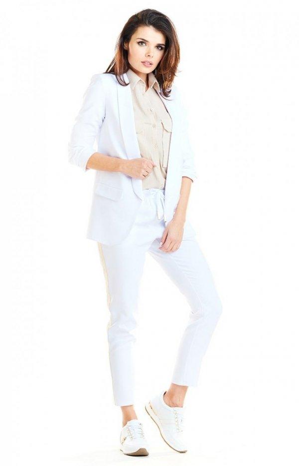 Elegancki biały żakiet A267-1