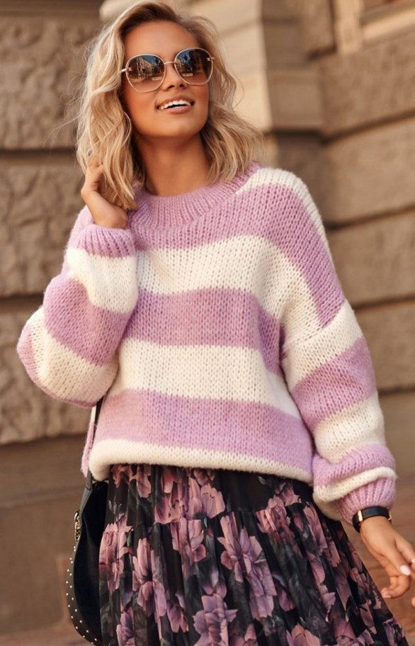 Oversizowy sweter w paski lila S106-1