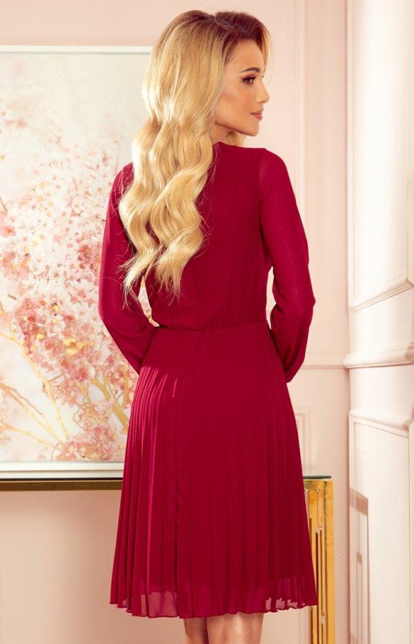 Elegancka bordowa sukienka z plisowaniem Numoco 313-8 tył
