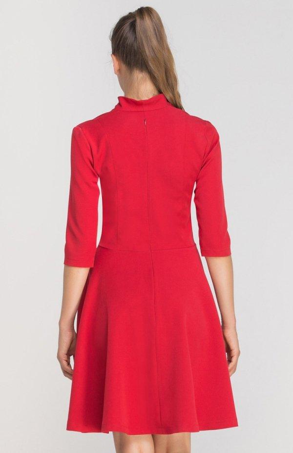 Sukienka rozkloszowana z dekoltem czerwona SUK147 tył