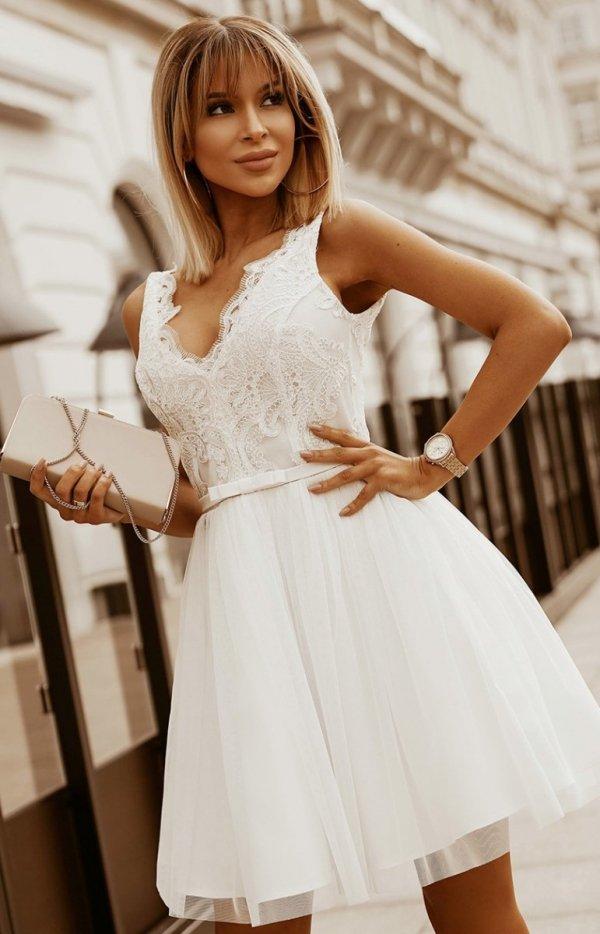 Rozkloszowana sukienka z koronką ecru Bicotone 2206-04