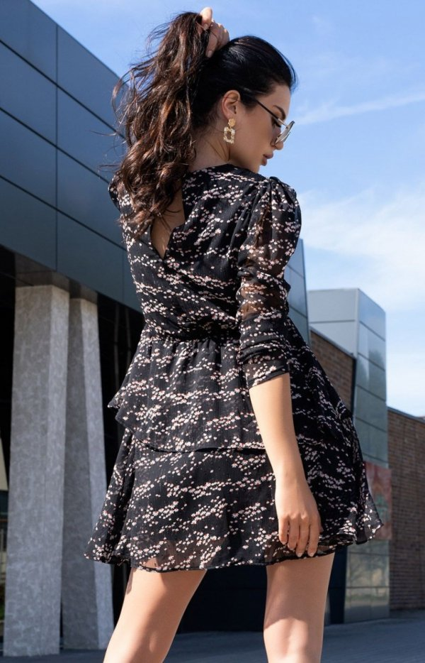 Kobieca sukienka z ozdobną falbaną Saphir D165 tył