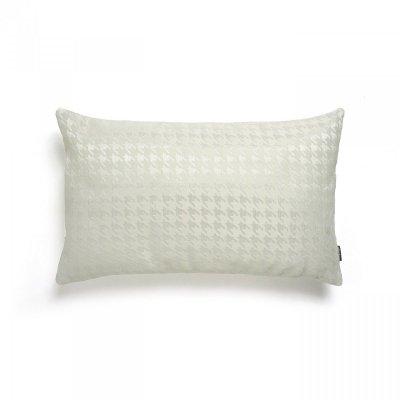 Biała poduszka w pepitkę