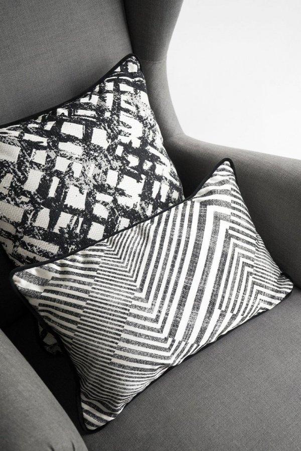 Czarne poduszki dekoracyjne Glow.