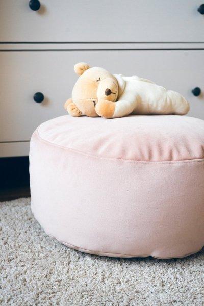 Różowa pufa dziecięca 45x25 cm.