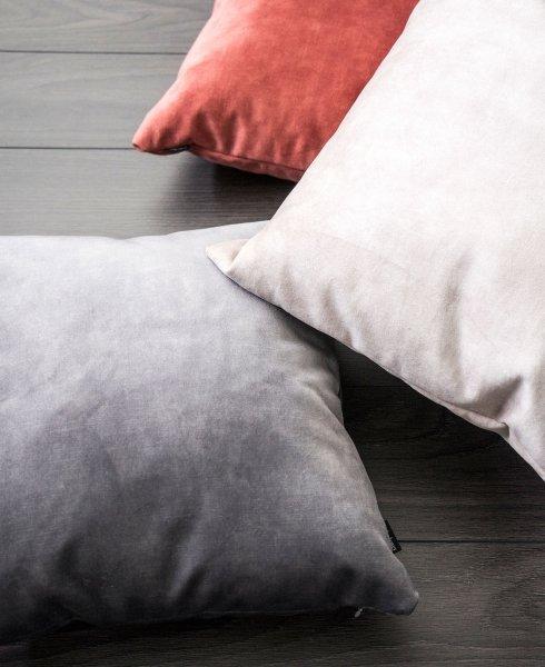 Glossy różowa poduszka dekoracyjna 45x45
