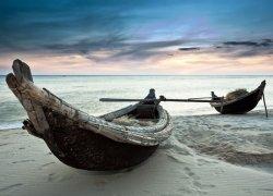 Fototapeta - Stare łodzie, Wietnam - 254x183 cm