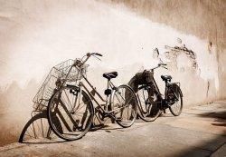 Stare rowery, Włochy - fototapeta 366x254 cm