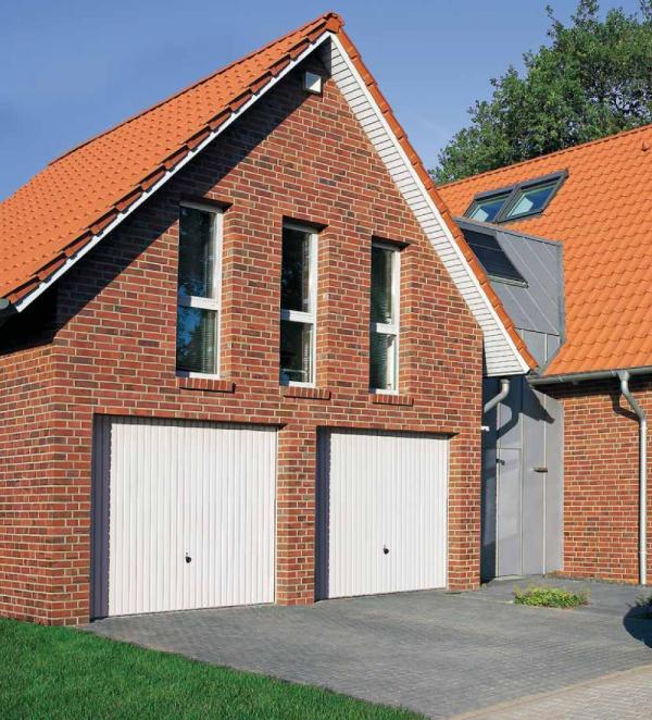 Brama uchylna N 80, 2500 x 2375, Wzór 902 z drzwiami, kolor do wyboru