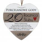 Drewniana tabliczka w kształcie serca z napisem  20 rocznica ślubu...
