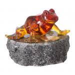 Figurka na szczęście, żaba z tworzywa sztucznego z grosikiem na podstawce z granitu. Rozmiar 6x6 cm