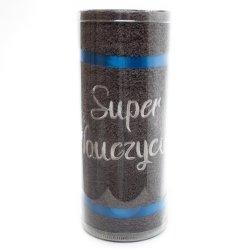 Recznik haftowany 'Super Nauczyciel   szary w opakowaniu PVC .