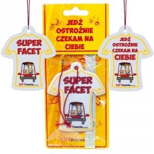 Zawieszka zapachowa koszulka do samochodu z napisem Super Facet - Jedź ostrożnie czekam na Ciebie