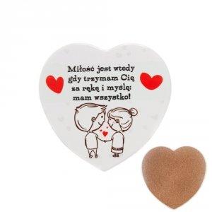 Ceramiczna podkładka pod kubek z napisem  Miłość jest wtedy gdy trzymam Cię...